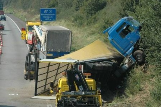 Verkehrshaftungsversicherung-Berlin-Versicherungsmakler-Berlin-Paragraph-7-a-GueKG-Paragraph-1-GueKG-Agentin