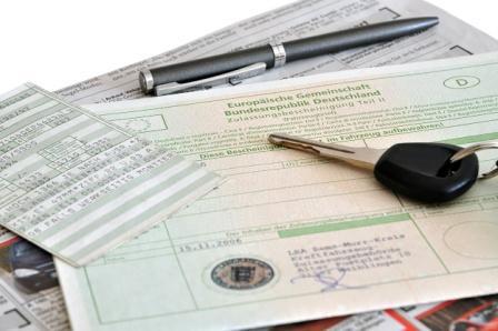 elektronische-Versicherungsbestaetigung-eVB-Autoversicherung-Kfz-Versicherung-Versicherungsmakler-Berlin-Agentin