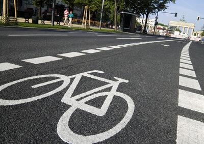 Das Fahrrad und der Zebrastreifen