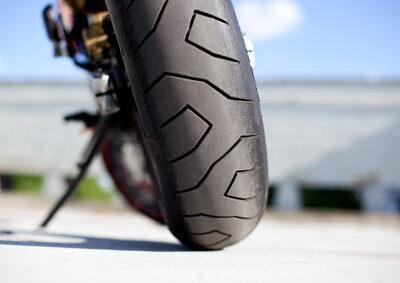 Das umgekippte Motorrad