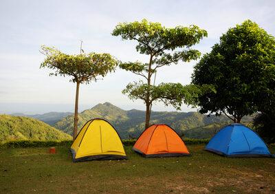 Der sonnige Campingplatz