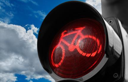 Grob verkehrswidriger Fahrradfahrer hat keinen Anspruch auf Schadensersatz oder Schmerzensgeld