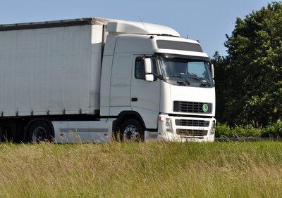 Kfz-Haftpflichtversicherung eines Lkw haftet anteilig für Anhänger
