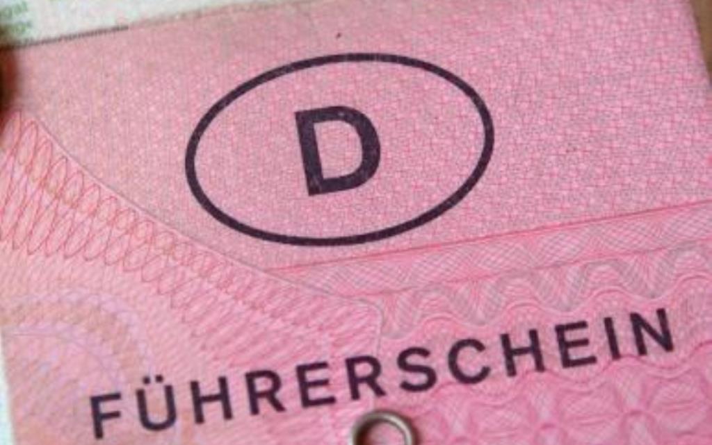 Was-ist-eine-Fuehrerscheinregelung-Versicherungsmakler-Berlin-Agentin-Kfz-Haftpflichtversicherung-Autoversicherung-Verbrauchertipps-Andre-Boettcher