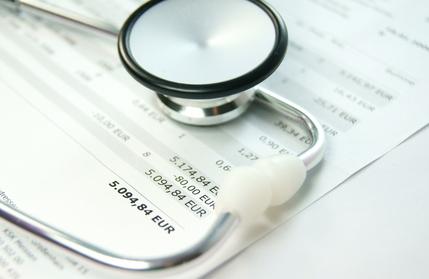 Gesetzliche-Krankenversicherung-kann-zur-Kostenuebernahme-einer-Privatbehandlung-verpflichet-sein-Urteile-Agentin